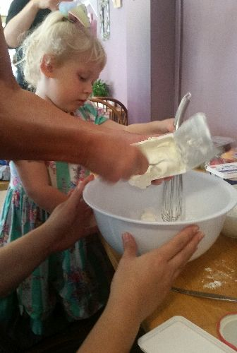 Making cheesecakes with the Little Acorns family group